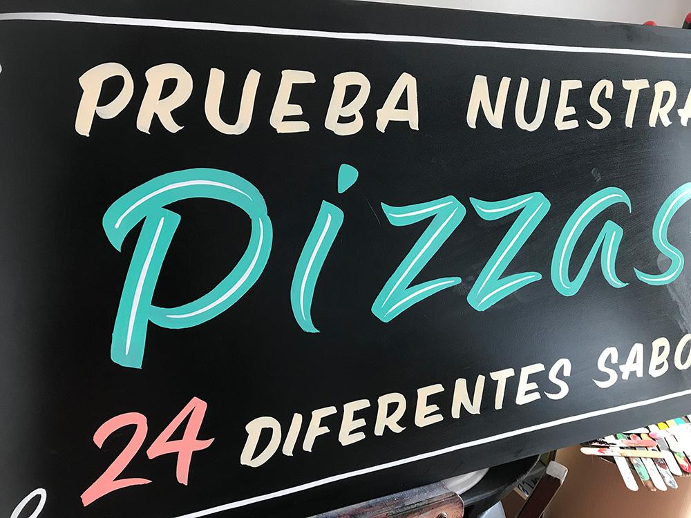 Pizarra-pintada-a-mano-Pizzería