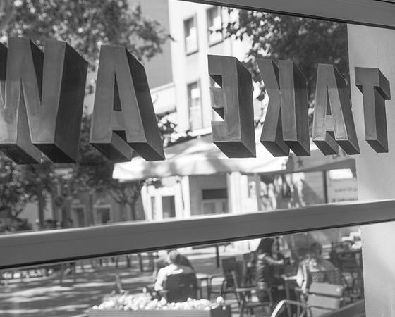 takeaway-sign-painter-windows-cristian-roldan