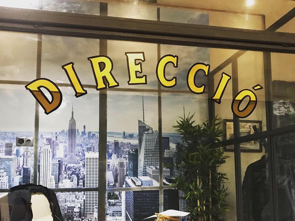 rotulacion-con-pan-de-oro-oficina barcelona
